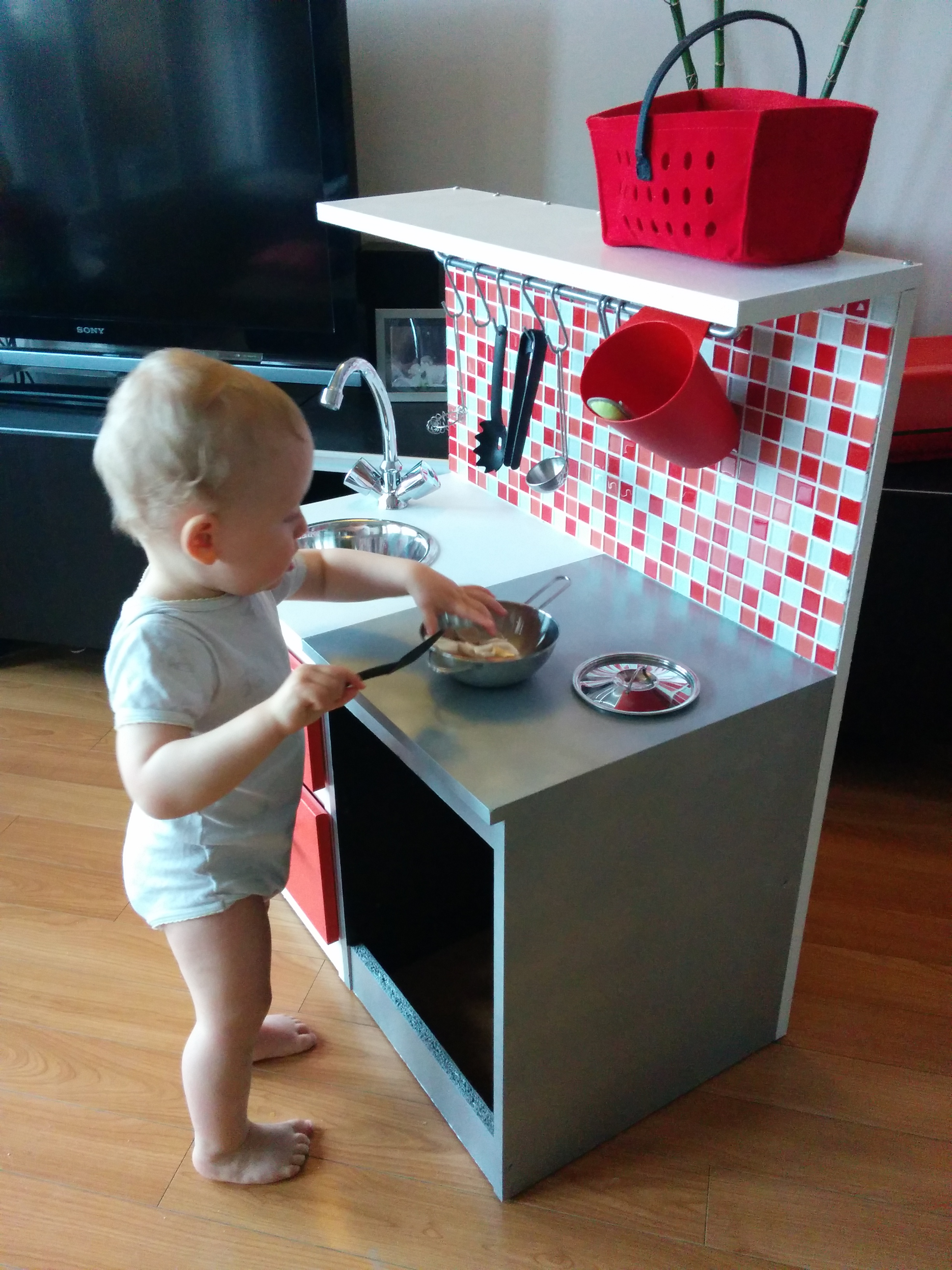 diy construire une cuisine pour enfant sur une base ik a. Black Bedroom Furniture Sets. Home Design Ideas
