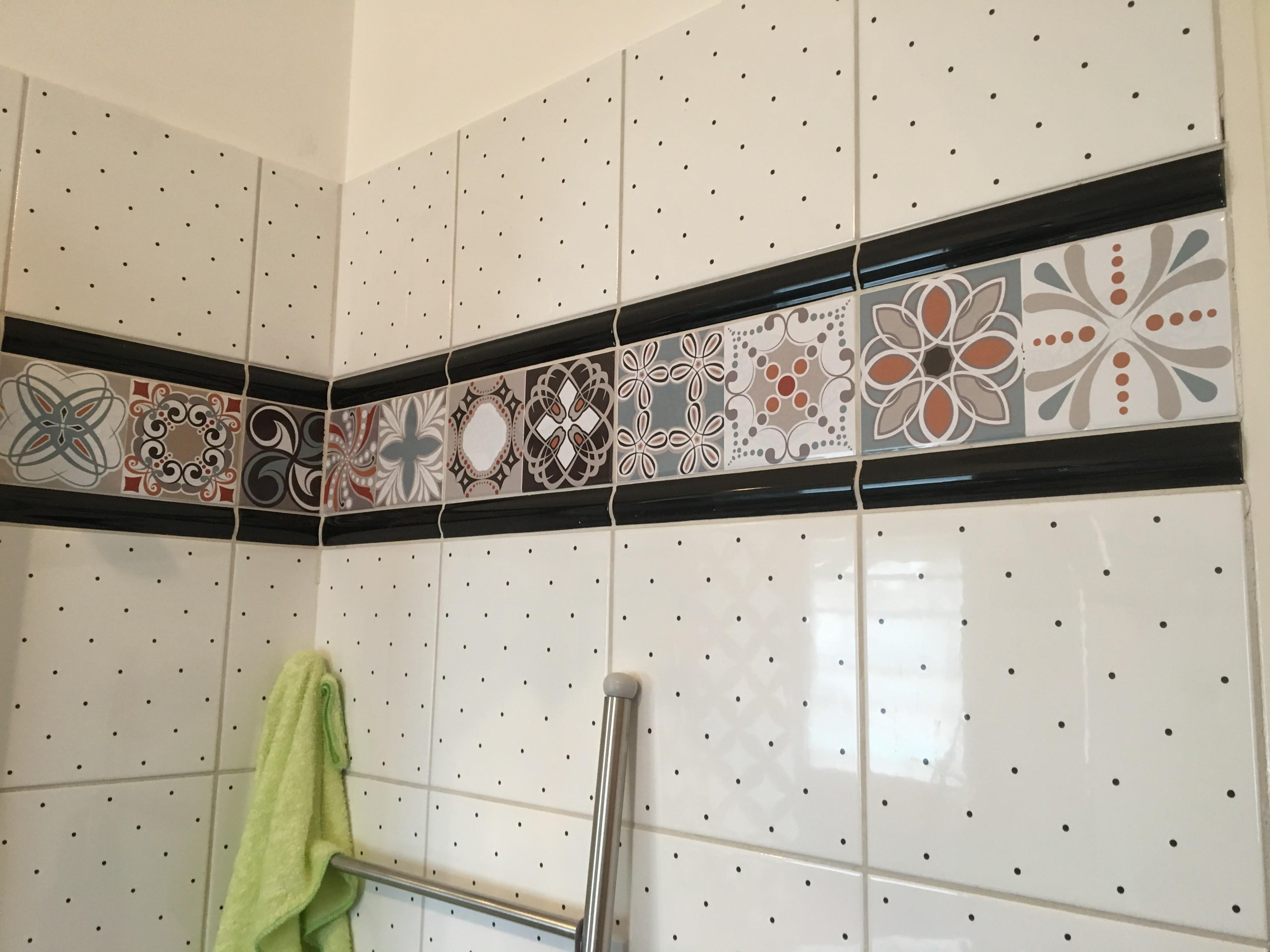 transformer un vieux carrelage une araign e au plafond. Black Bedroom Furniture Sets. Home Design Ideas